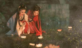ragazze-cinesi-rito-lanterne